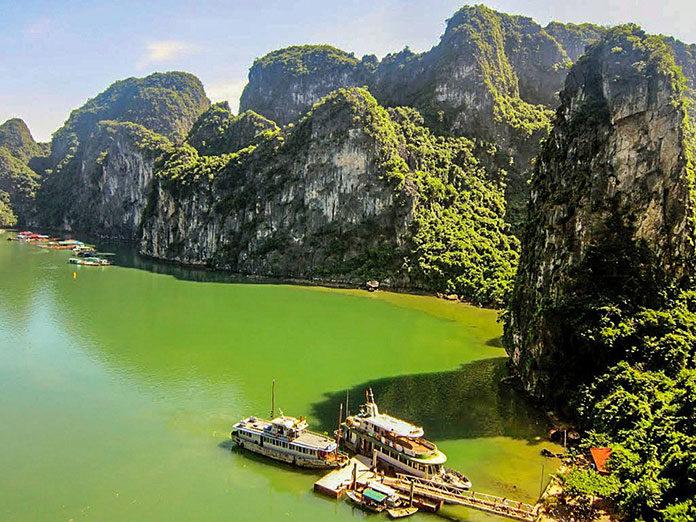 Praca pilota wycieczki podczas zwiedzania Laosu z biurem podróży