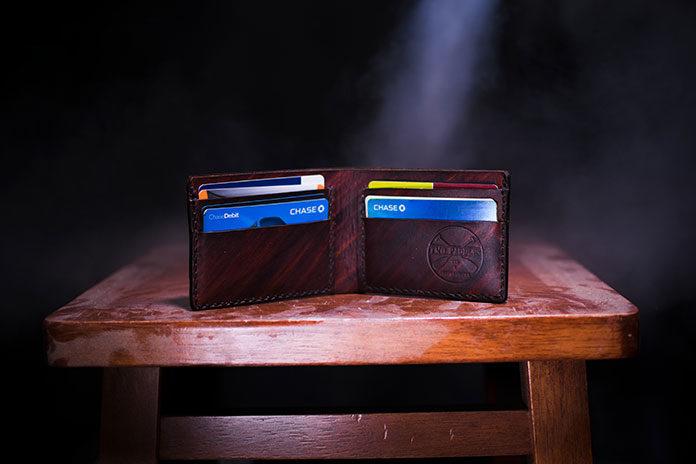 Chcesz otrzymywać zniżki i rabaty, ale noszenie karty to problem? Jak wybrać nowoczesność